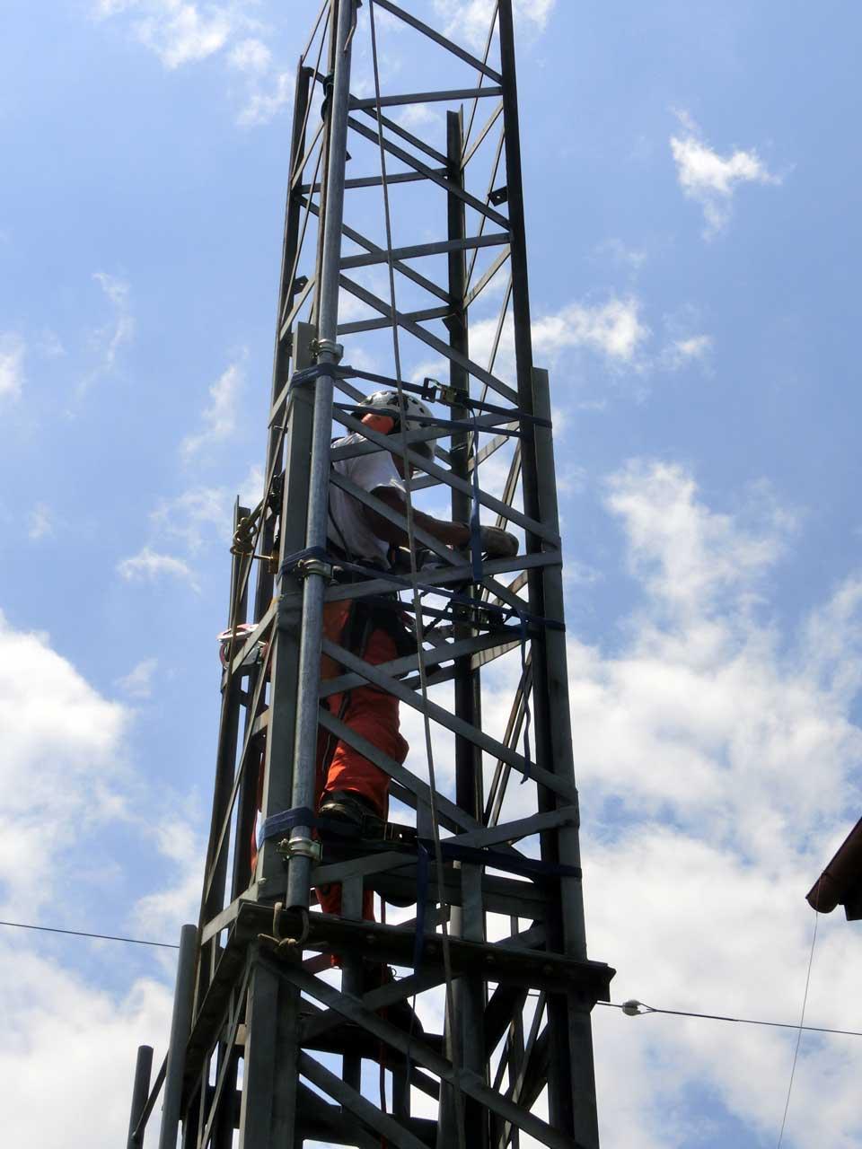 撤去可能な鉄塔:クランクアップタワー