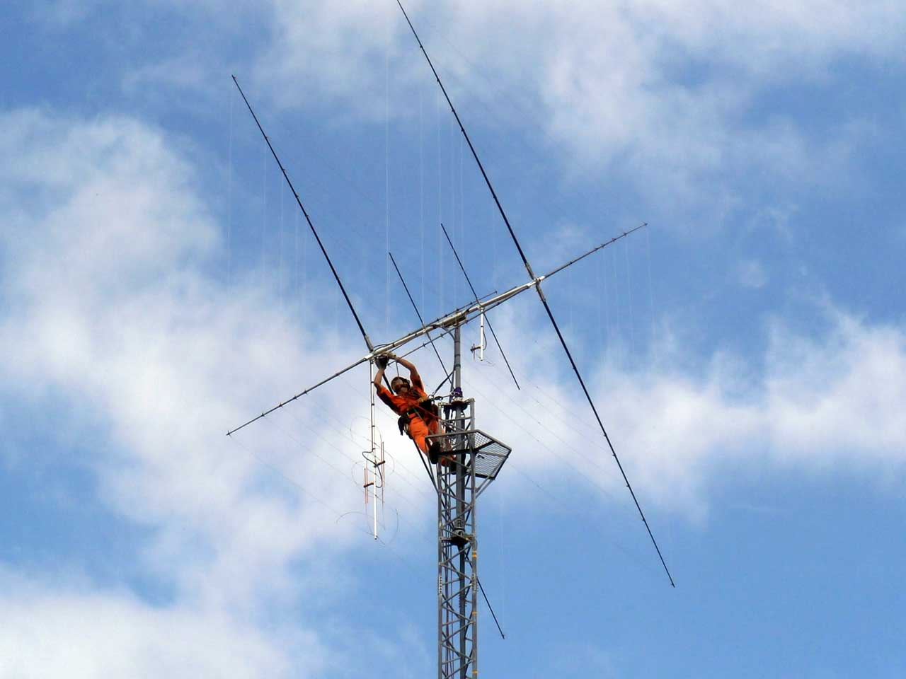 Antenna tower removal of amateur radio by rope access