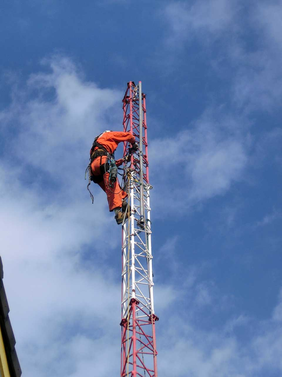 アマチュア無線の自立式アンテナ鉄塔撤去工事。大阪府吹田市