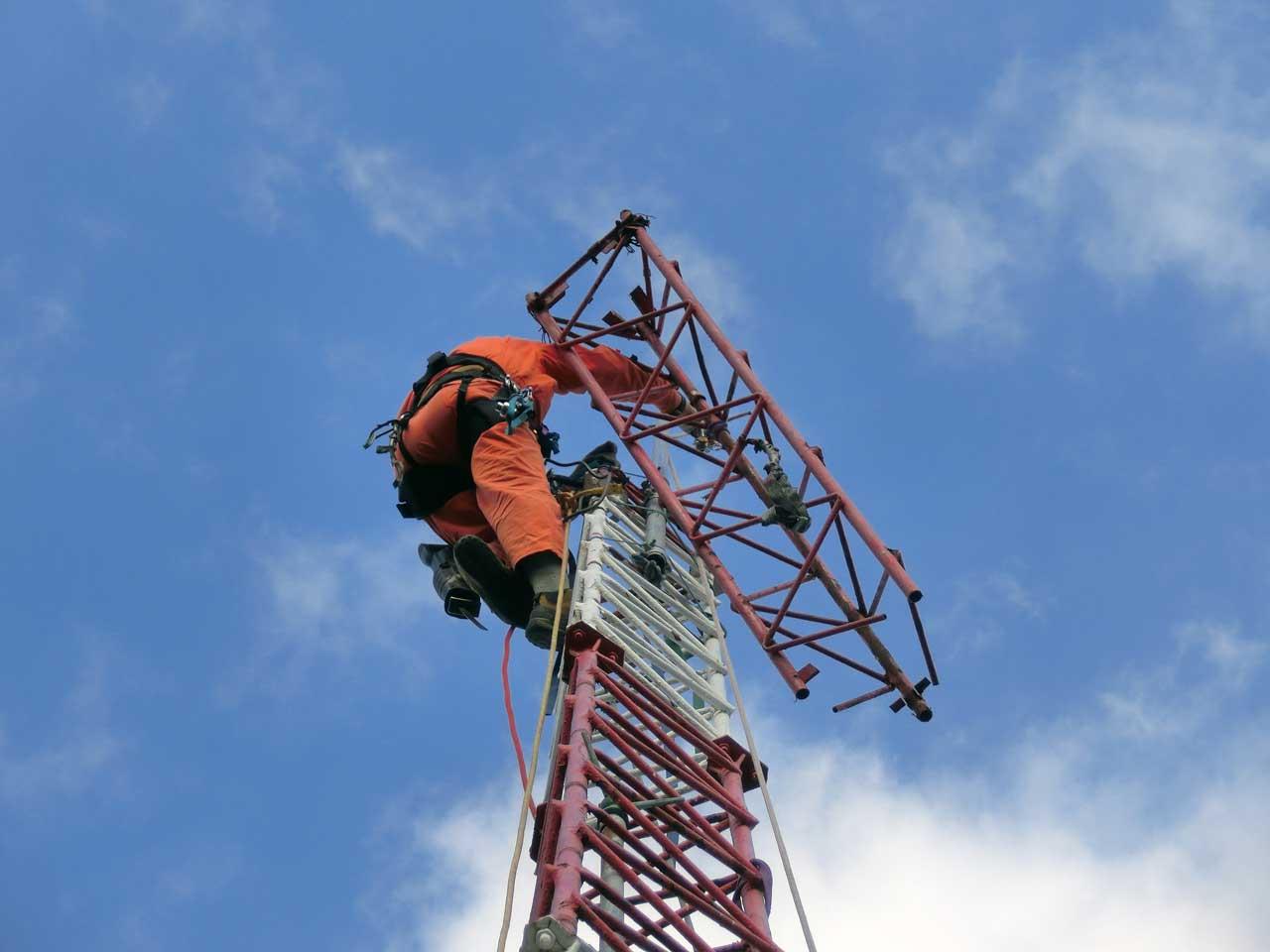 大阪府吹田市でのアマチュア無線鉄塔撤去工事