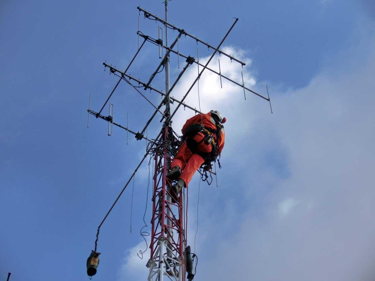 大阪府吹田市の自立式アンテナタワー撤去工事