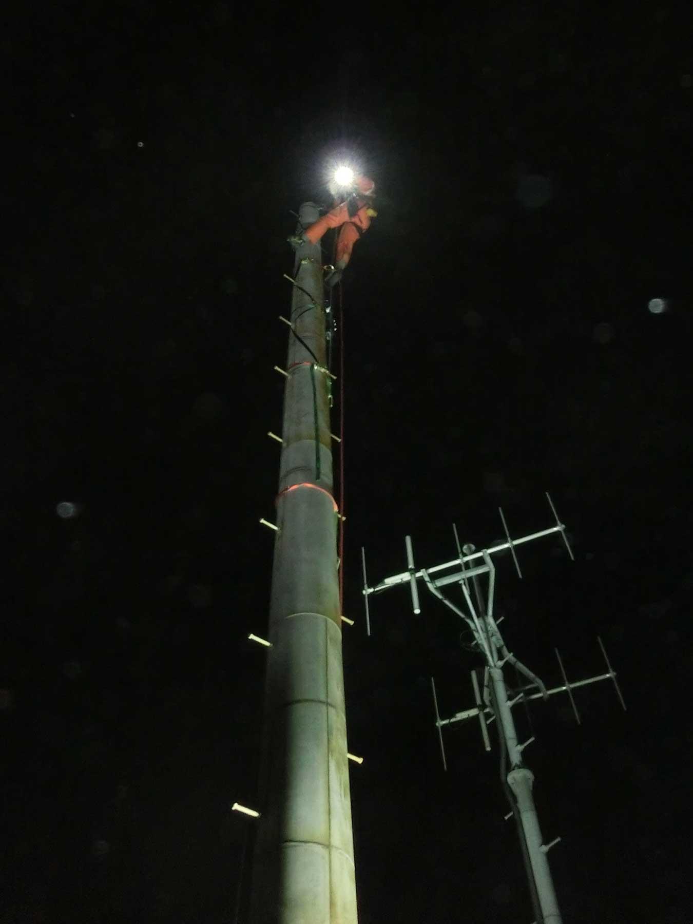 夜間のパンザマスト解体工事:千葉県千葉市