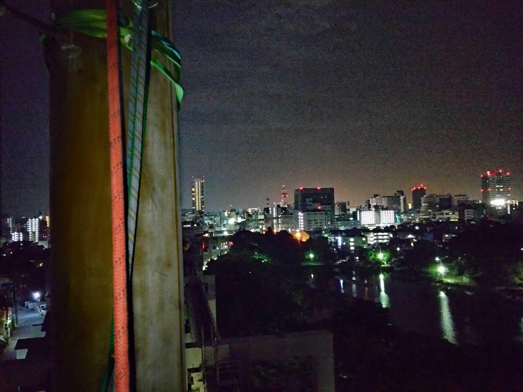 夜間工事:駅のパンザマスト解体工事。千葉県千葉市