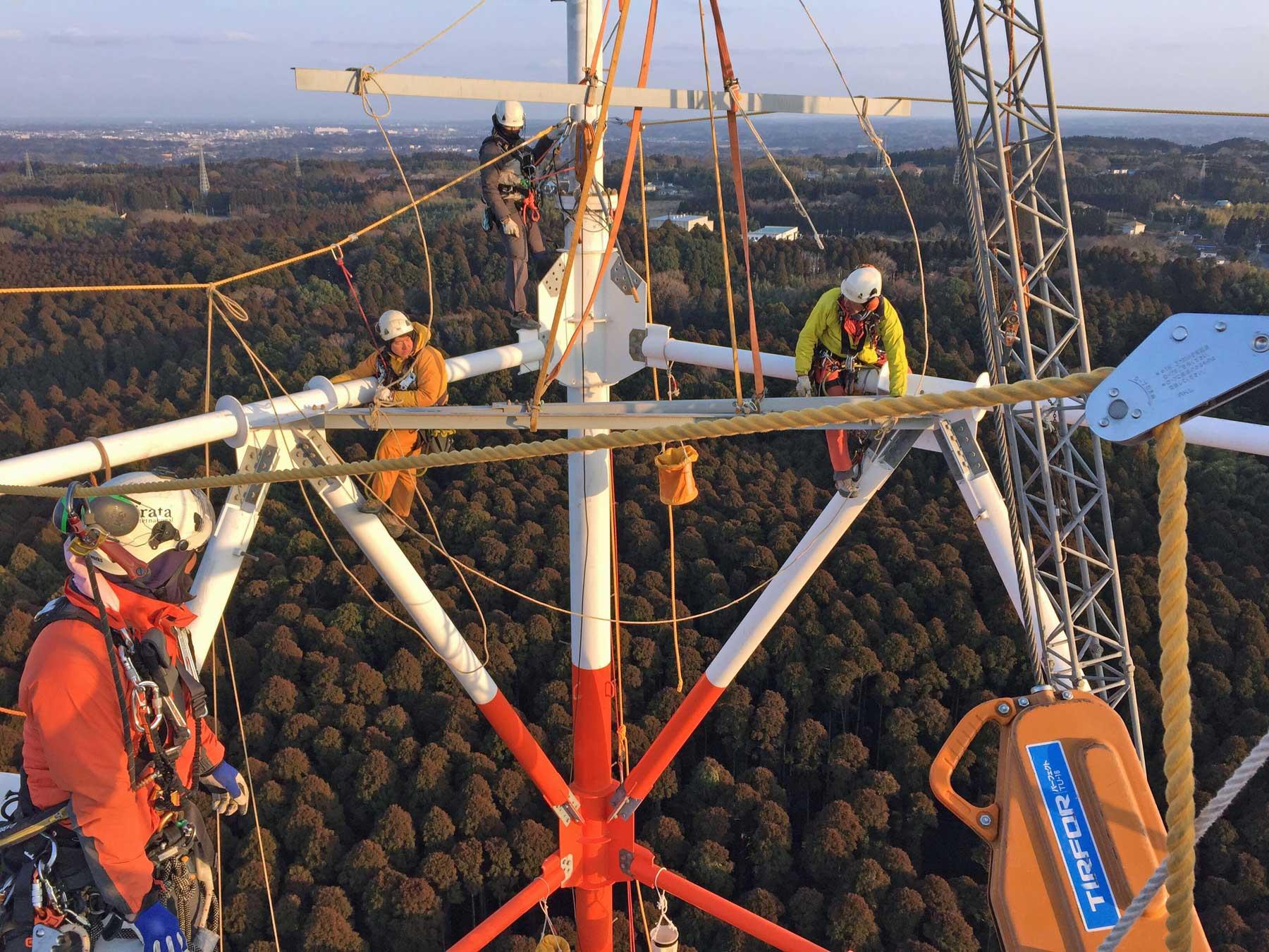 日本初!ロープアクセスによるよる鉄塔解体工事