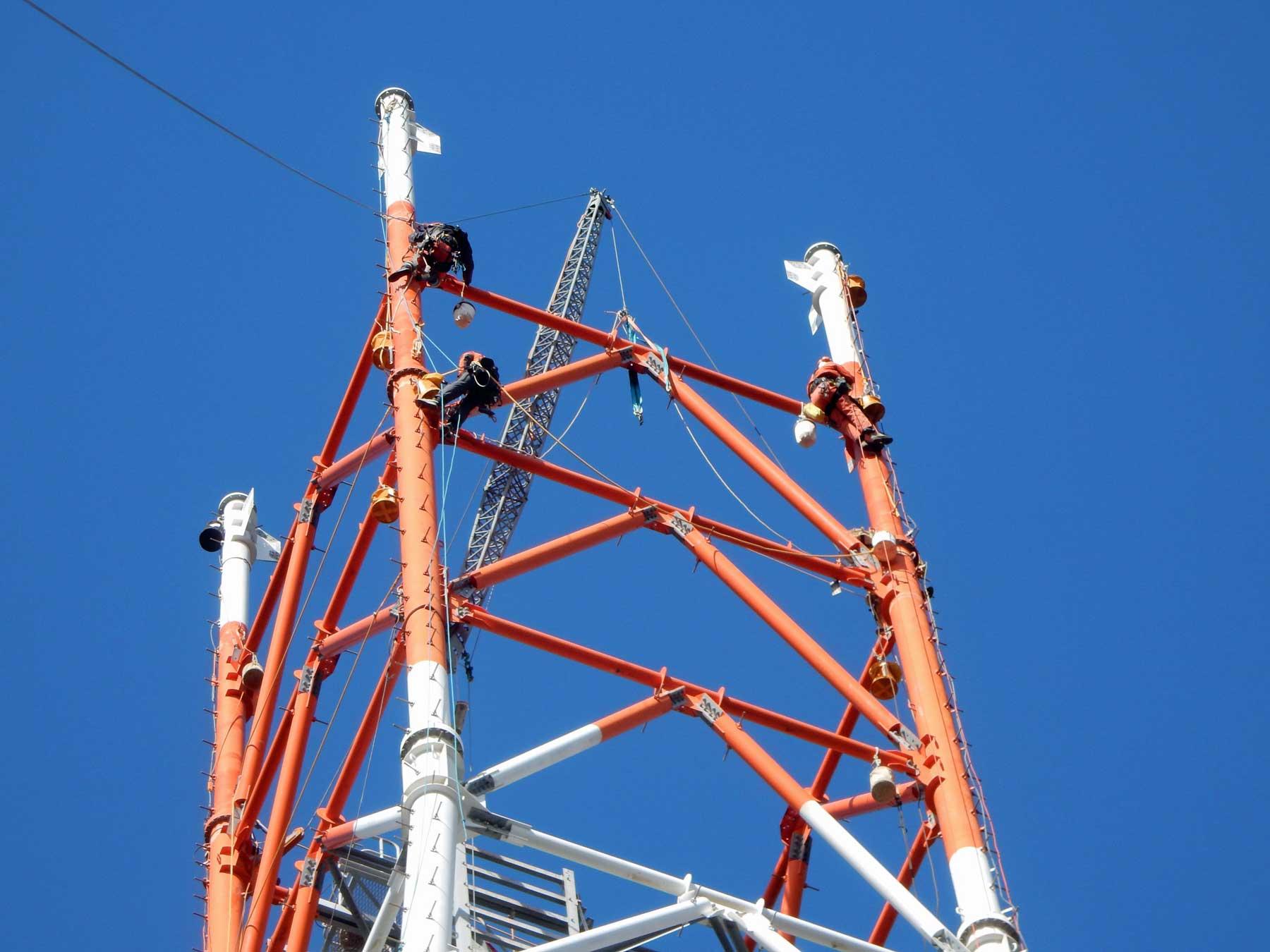 台棒による鉄塔解体工事