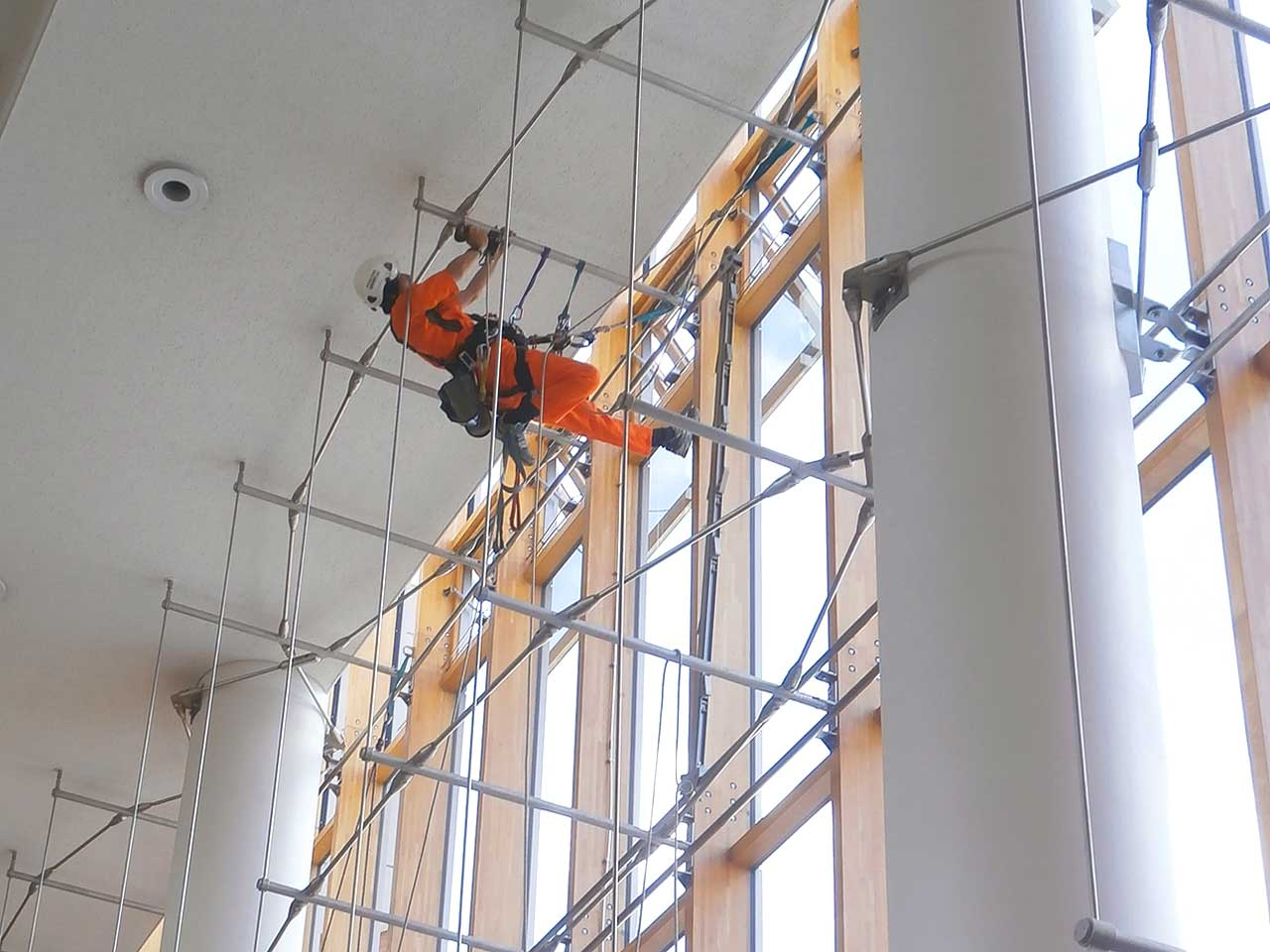 Inspection of the glass curtain wall by rope access