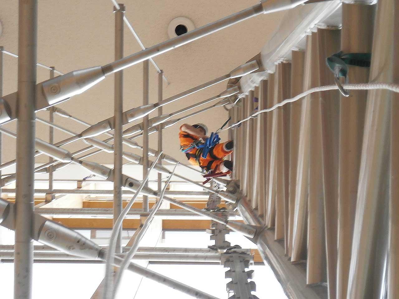 パイオニアラボ高所作業チームはロープアクセス技術を活用した特殊高所作業の専門業者です