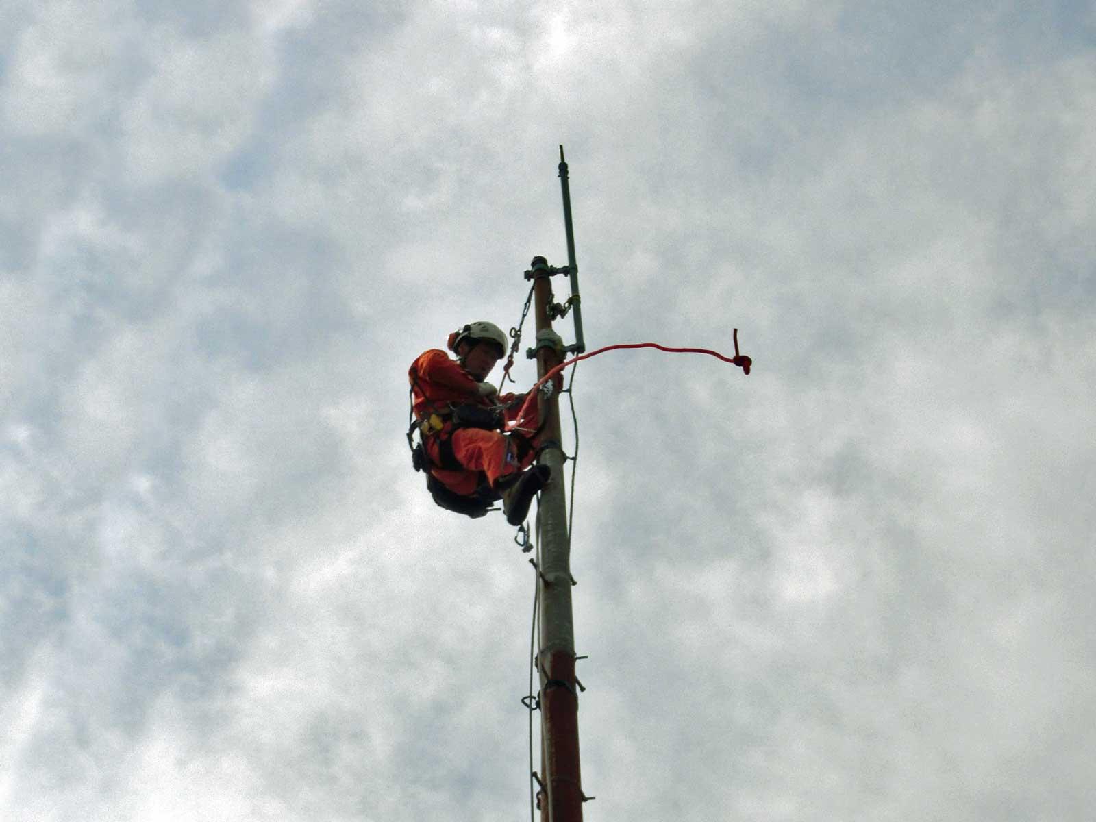 避雷鉄塔の解体撤去工事