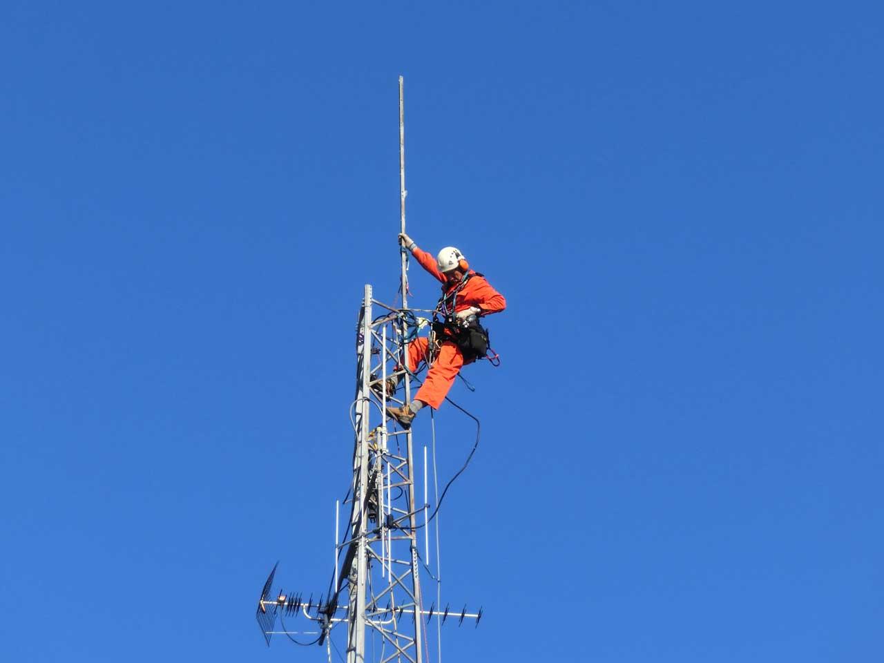 愛知県豊川市でのクリエートタワーの一部撤去工事