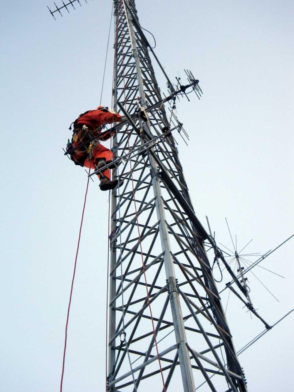 愛知県豊川市でクリエートタワーの一部撤去工事を行いました
