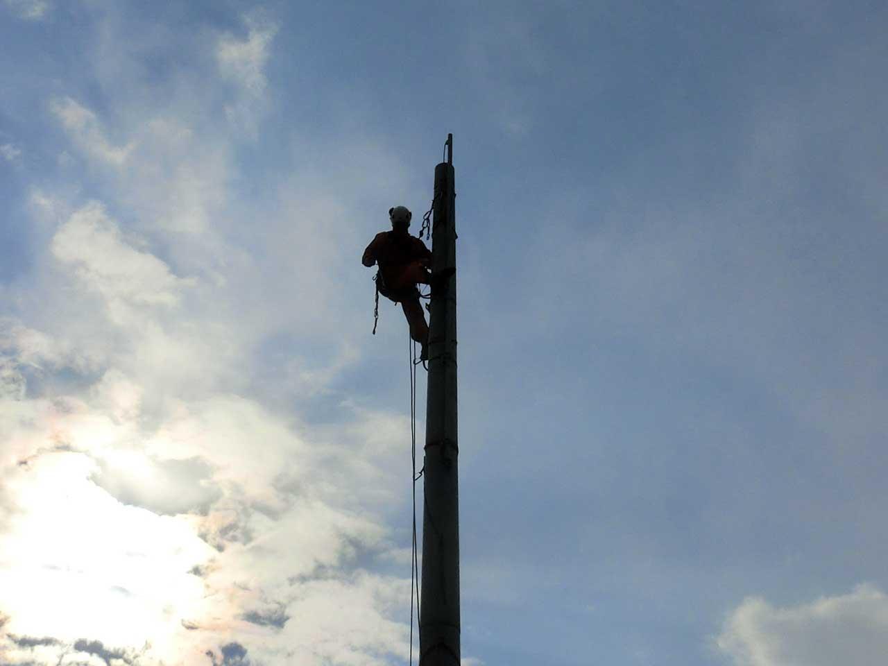 愛知県名古屋市でのクリエートタワーの短縮工事