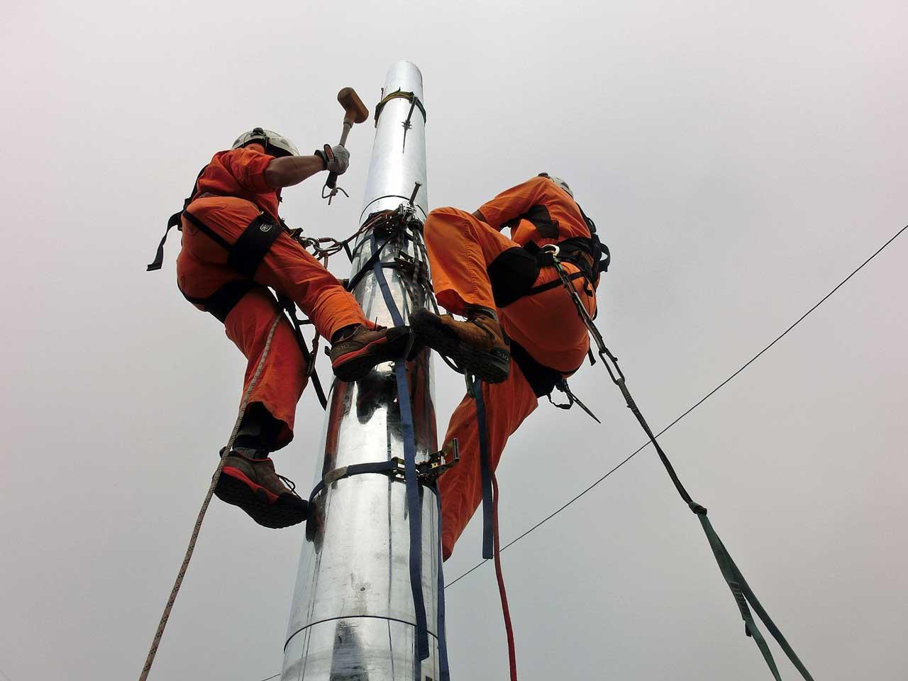 北海道厚岸郡厚岸町でのタクシー無線のパンザマスト建柱工事