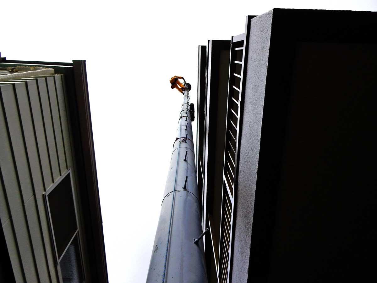 パンザマストの撤去工事。東京都杉並区