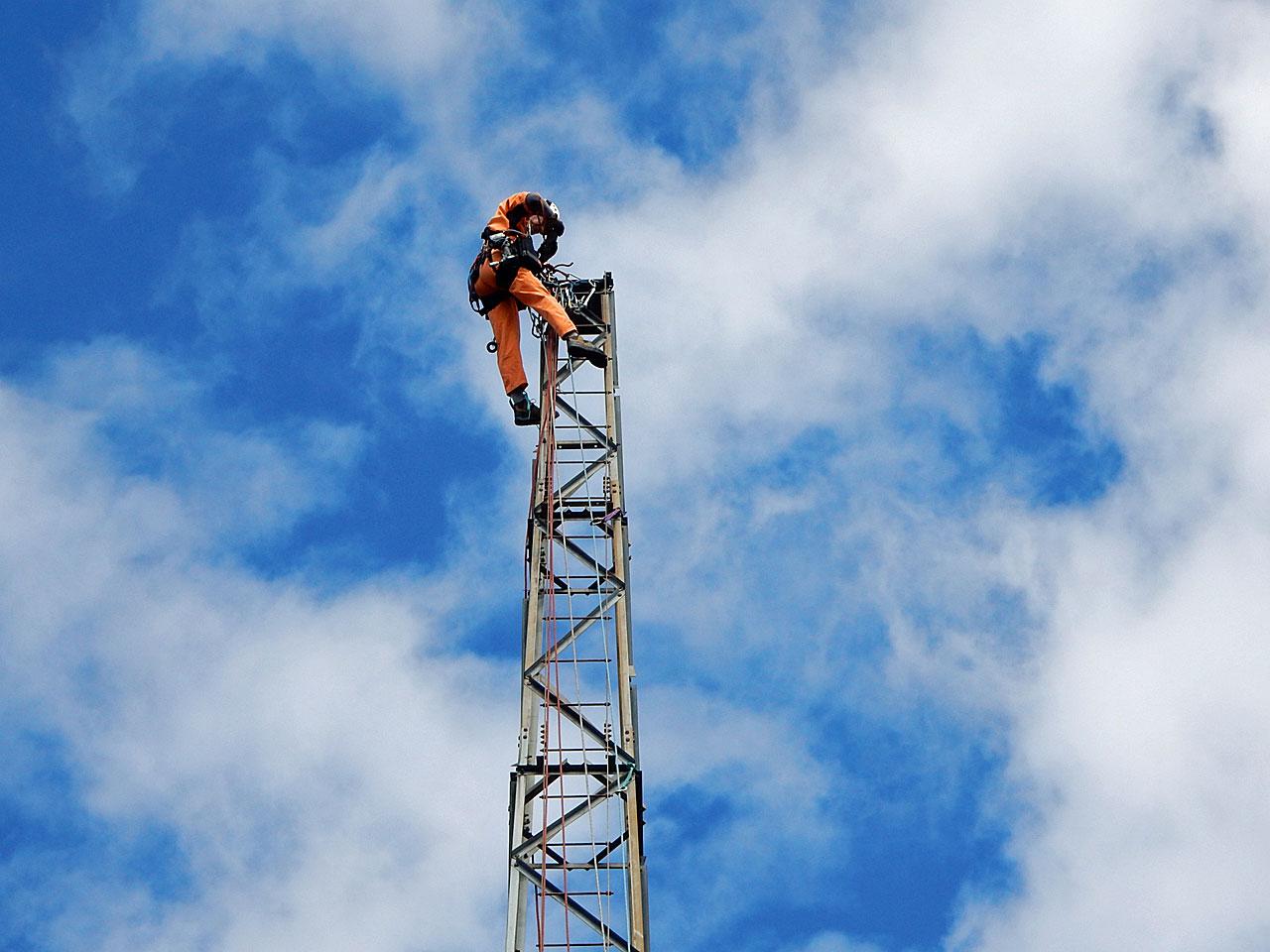 愛知県一宮市でアマチュア無線で使用していたDXタワーの解体撤去工事