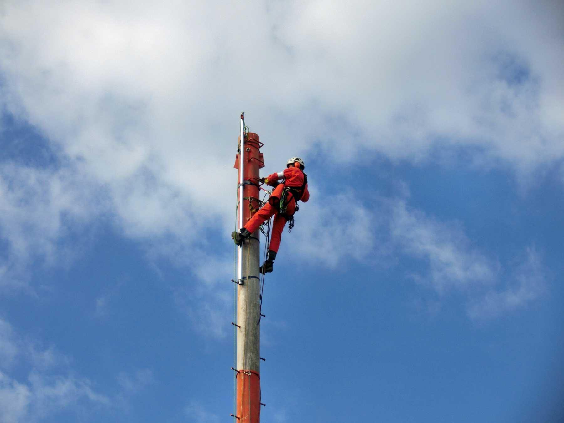 高層ビル屋上の避雷鉄塔の撤去工事