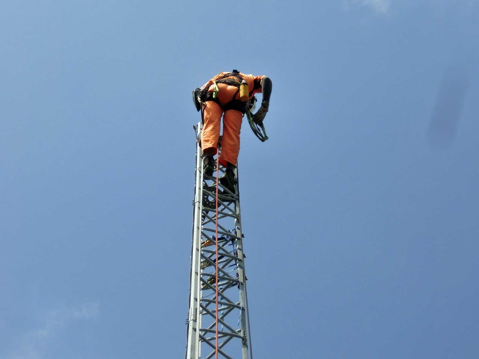 九州福岡市でアマチュア無線の鉄塔撤去工事