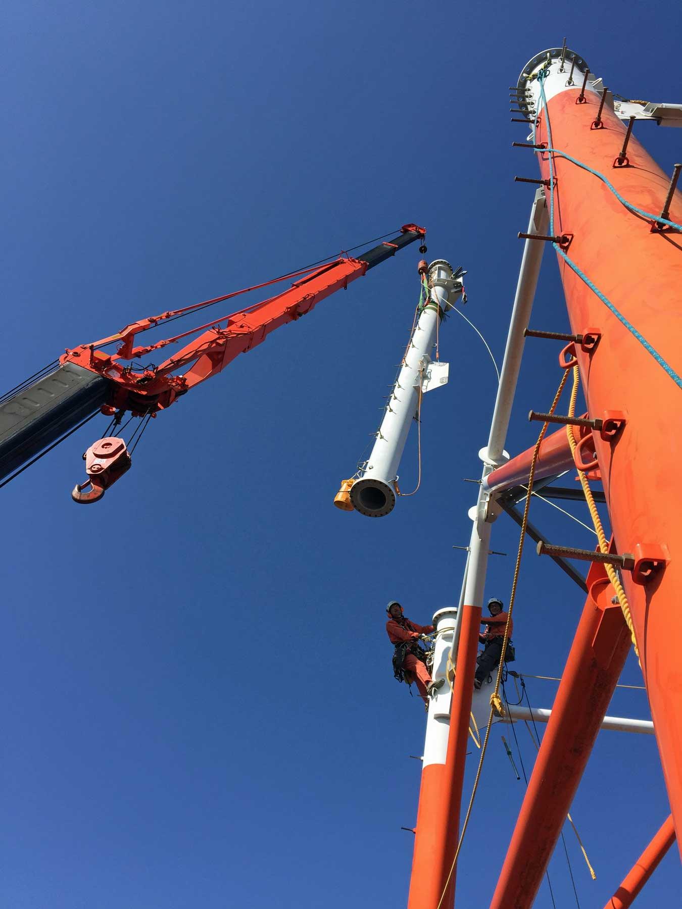 クレーン使用の鉄塔解体工事